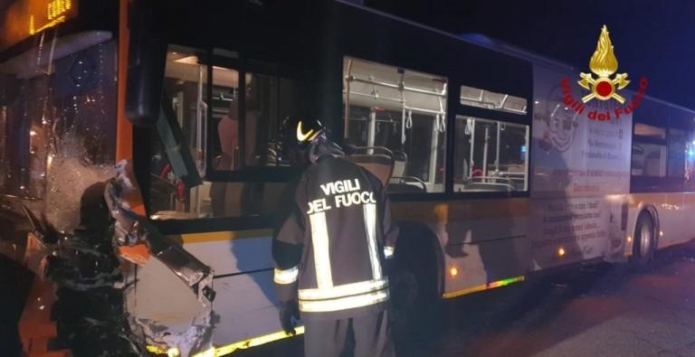 CN: INCIDENTE TRA BUS E AUTO , MORTA DONNA
