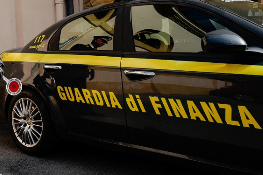 TORINO: GDF SEQUESTRA IN APPARTAMENTO OGGETTI RICAVATI DA ZANNA ELEFANTE